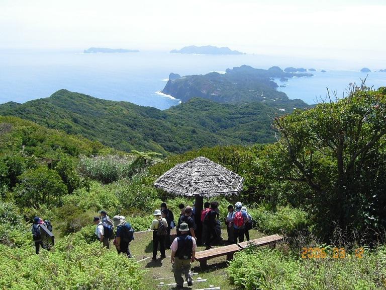 小笠原 乳房山と小富士